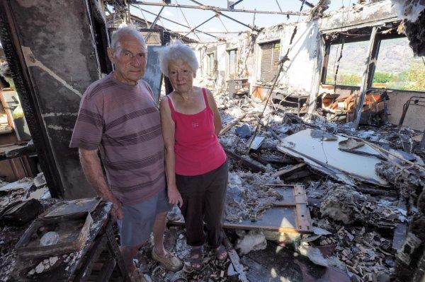 Marc et Danielle Briet, 80 ans, ont vu toute une vie partir en fumée en quelques minutes. Leurs enfants tentent de leur remonter le moral. Une cagnotte en ligne est lancée.