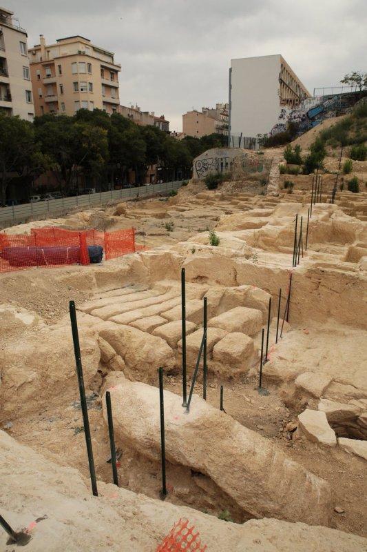 Site antique de Marseille: Le promoteur Vinci envoie une pelleteuse il a peur de perdre du fric ?