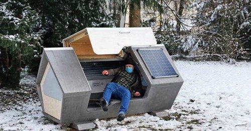 De petits habitacles pour dormir sont installés dans une ville allemande pour protéger les sans-abri du gel de l'hiver