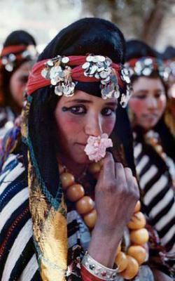نساء بالزي التقليدي لمنطقة املشيل.