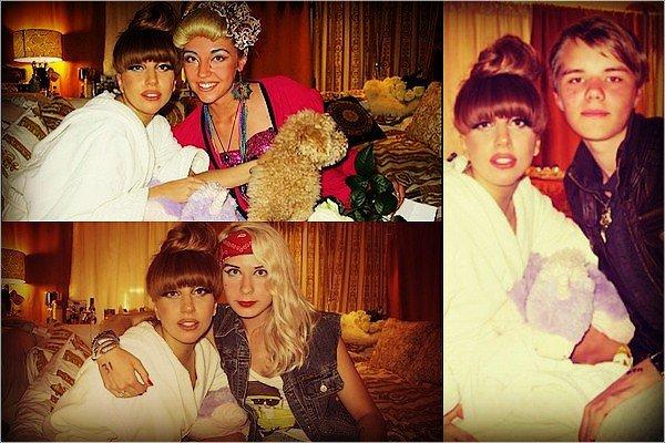 . 28/08/2012 - Terry Richardson a photographier Gaga à Helsinki devant Chanel. Tu aimes ? (+) Gaga a posté une photo d'elle sur LittleMonster.com quand elle était en coulisse. .25/08/2012  - Quelques fans chanceux ont été choisis après le BTW BALL en Estonie.  .