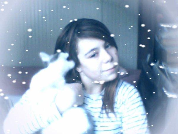 mon chat veux me manger mais je garde le sourir xD