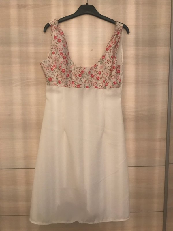 Robe patineuse fleurie blanche