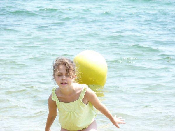 CELINE Ma Petite Fille ( Vacances 2010 à St. TROPEZ ) .
