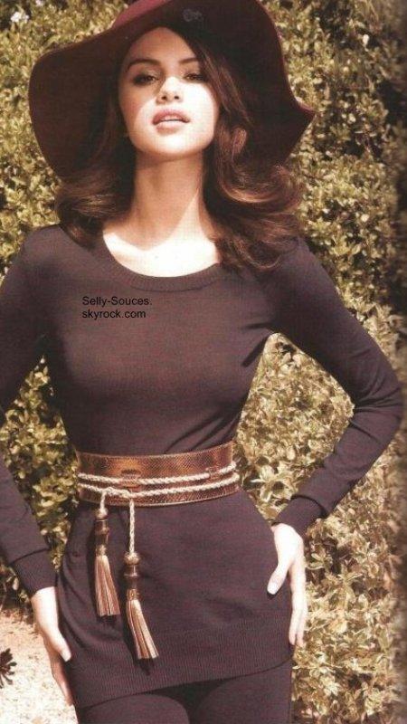 Selena faisant la couverture du « ELLE » pour la première fois. Mexique (Août 2011)
