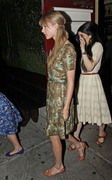 Taylor Swift,  Chloe Grace Moretz, Claire Holt, Amanda Michalka.