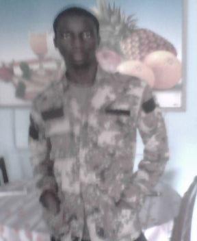 C mw mèM eN t£nu Militaire