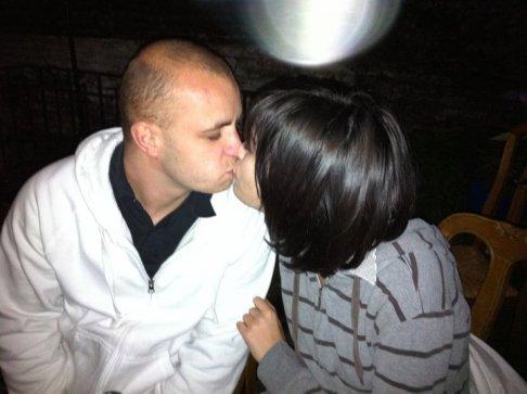 Amour, nom masculin  »Sentiment d'affection, d'attirance sentimentale et sexuelle entre deux personnes. Attachement désintéressé à une valeur, un idéal. Personne aimée.