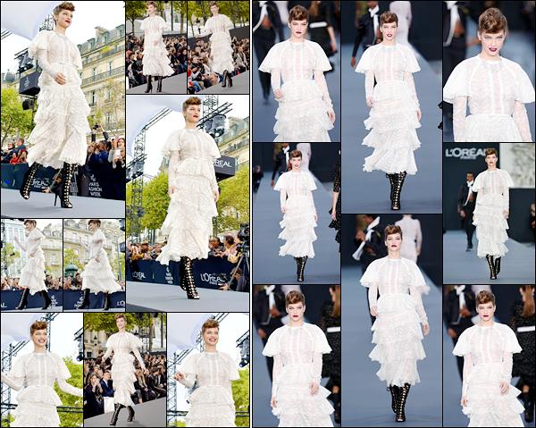 ____        01/10/2017 ¤ Barbara Palvin  ,a défilé pour  «L'Oreal Paris » sur l'avenue des Champs-Elysées lors de la fashion week dans Paris.  Barbara  portait une robe qui n'est  pas  à mon gout , je ne suis pas non plus fan de sa coiffure . Puis elle a été aperçue quittant le défilé.  __        __