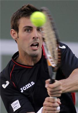 Marcel Granollers et Marc Lopez  sont partenaires de double . Marc Lopez est aussi partenaire de double avec Nadal .