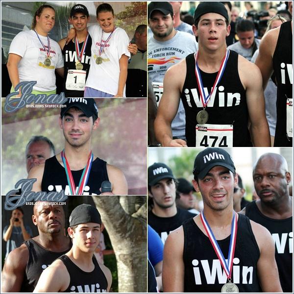 06/09/10  | Nick et Joe ont participé au marathon caritatif « iWin Fun Run » , Floride.   Ils ont parcouru 5 km. Héhé, on des Jonas en forme ! Danger nous fait également de jolies mimiques.