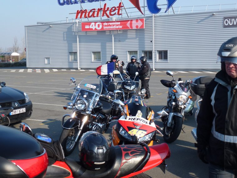1° journée nationale du Motard -4 : pause carburant en arrivant sur calais ... V!