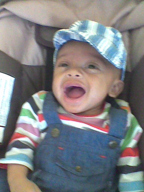 quelque photo de mon Fils Tom  Il est née le 7 avril 2011 métisse Guinéen