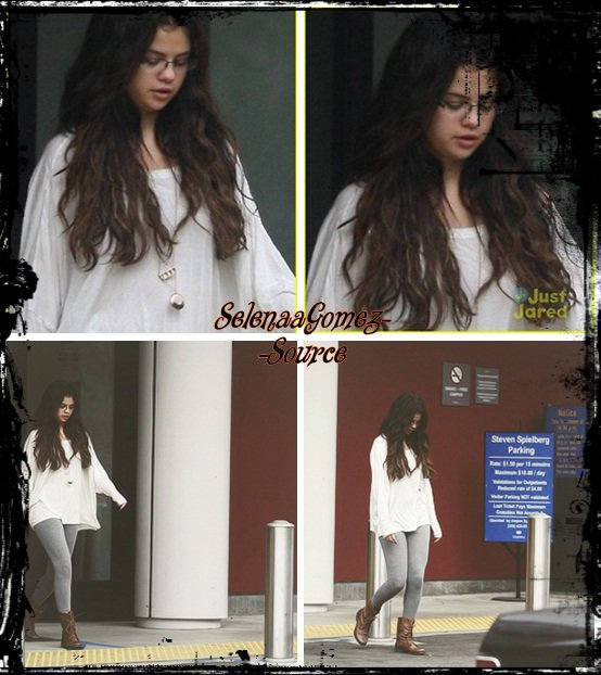 Selena a été vue quittant un centre pédiatrique .