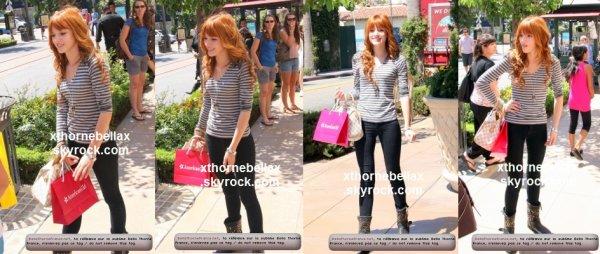 le 24 aout 2011 - Bella se promenant dans les rues de LA