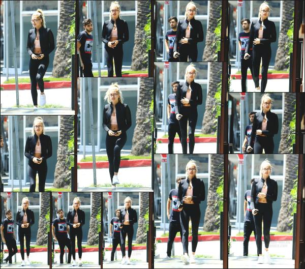 - 27.04.16 ─ Notre Hail' Baldwin est photographiée alors qu'elle était tranquillement dans les rues de Los Angeles ![/s#00000ize]C'est dans une tenue assez sportive que Hailey a était aperçue ce jour là. La tenue est sympa et je la trouve très mignonne avec ses lunettes. Un top !! -