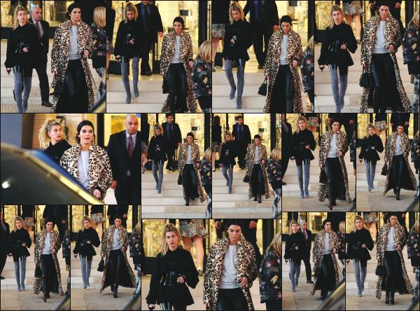- 07.12.16 ─ Hailey Baldwin est photographiée alors qu'elle faisait du shopping dans les rues de Beverly Hills (CA) ![/s#00000ize]Hailey était cette fois en compagnie de l'une de ses meilleures amies, Kendall Jenner. Une tenue un peu plus simple cette fois ci que je préfère. Un top !  -