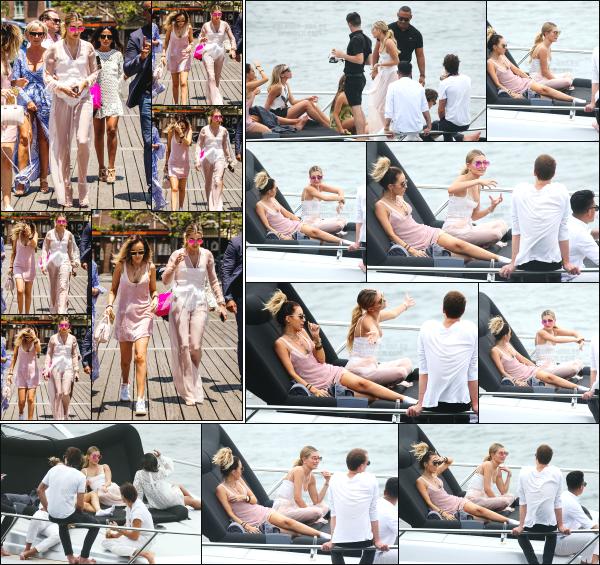 - 04.12.16 ─ Notre Hails Baldwin est photographiée alors qu'elle se dirigeait vers un yacht avec une amie à Sydney. [/s#00000ize]Hailey termine sa première journée à Sydney en douceur, en s'accordant un jolie moment détente a bord d'un yacht avec des amis à elle. Très beau top !  -