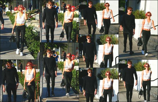 - 05.11.16 ─ Hails Baldwin était en compagnie d'un de ses amis Ashton Irwin dans les rues de West Hollywood (CA) [/s#00000ize]Hailey profite donc d'un peu de temps libre pour se balader avec un ami à elle. Elle a aussi a présent les cheveux rose, je n'aime pas vraiment... Petit top   -