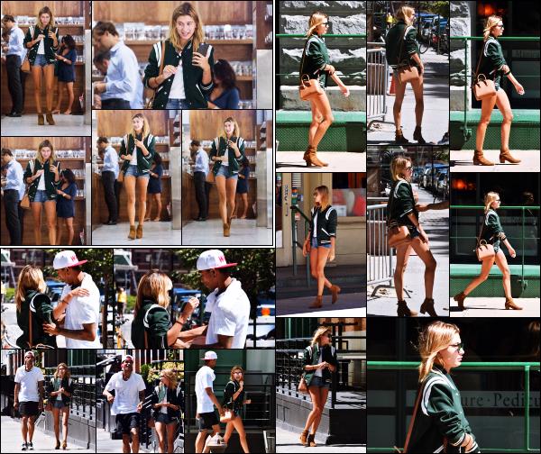 - 22/08/16 - Hailey Baldwin est vue se baladant dans les rues de Soho en compagnie d'un ami -  New York  ! Un peu plus tôt avant de rejoindre son ami, Hailey est photographiée dans une boutique. J'aime vraiment beaucoup la tenue qu'elle porte. C'est un top.  -