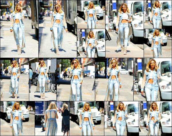 - 24/08/16 - Hailey Baldwin est photographiée alors qu'elle se baladait dans les rues de Soho à -  New York  ! Hailey portait une tenue que je trouve vraiment top pour le coup, elle a un style qui me plait beaucoup en ce moment. C'est un top ! Vous avez des avis?  -