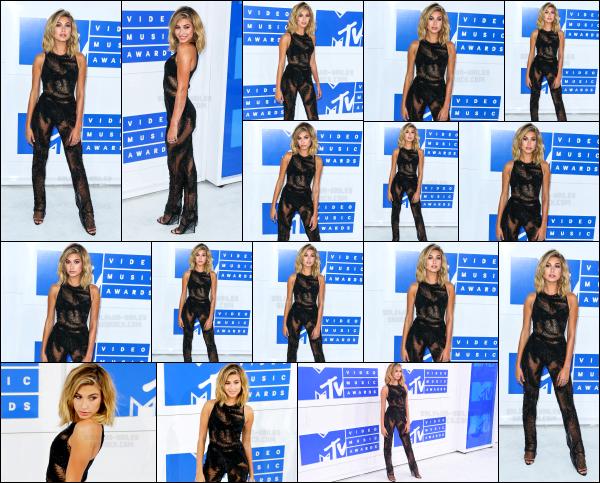 - 28/08/16 - Hailey B. était présente à la cérémonie des « Video Music Awards » qui se passait à -  New York. Je trouve qu'Hailey  était vraiment parfaite se soir là. Elle portait une jolie combinaison qui l'a mettait pour le coup très bien en valeur. C'est un beau top !   -