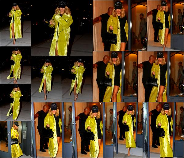 - 08/09/16 - Hailey Baldwin est aperçue alors qu'elle quittait l'appartement de Kylie et Kendall -  New York ! C'est avec la même tenue que la veille, mais un manteau différent que nous retrouvons Hailey. Toujours le même avis pour la robe, et bof le manteau...   -