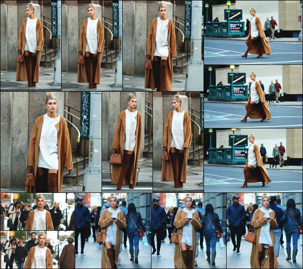 - 23.10.16 ─  Hails Baldwin était dans les rues de Soho cet après midi là, avant d'aller faire un peu de shopping -NY[/s#00000ize]Hailey portait une tenue que je trouve vraiment cool. Sa robe pull est vraiment jolie et l'ensemble avec le manteau est parfait pour moi.  C'est un beau top -