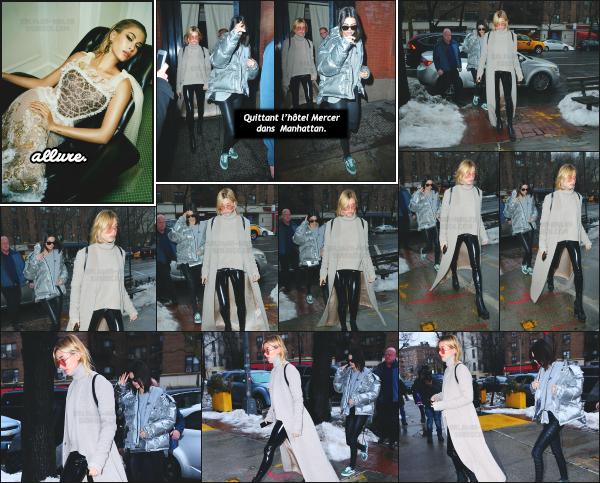 - 12.02.17 ─ Hails Baldwin et Kendall sont photographiées alors qu'elles arrivaient au « Bar Pitti » dans Manhattan.[/s#00000ize]Hailey portait une tenue très simple que j'aime plutôt bien mis à part la texture de son pantalon... Jolie sortie entre copines tout de même ! C'est un top. -
