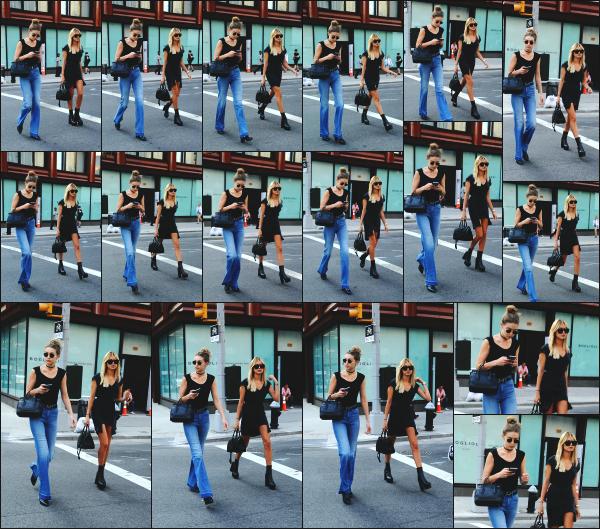 - 21.06.16 ─ Hailey B, en compagnie de son amie Gigi Hadid sont aperçues alors qu'elles se baladaient à New York.[/s#00000ize]Ca fait plutôt plaisir de voir les deux jeunes femmes ensemble! La tenue d'Hailey est très simple mais très jolie je trouve ! Je lui accorde dnc un beau top.  -