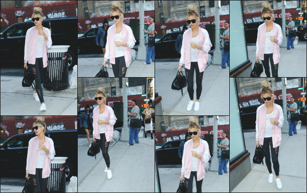 - 20.06.16 ─ Hailey Baldwin est photographiée alors qu'elle se baladait tranquillement dans les rues de New York.[/s#00000ize]Hail portait ce jour là une tenue assez sportive, peut être revenait-elle d'un cours de gym !  J'aime bien sa tenue qui est assez simple. Vous avez des avis?  -