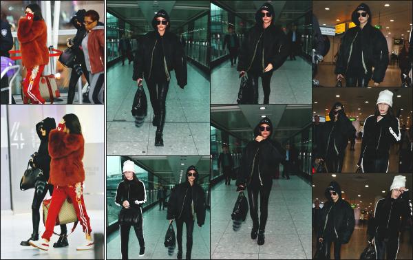 - 18.02.17 ─ Hailey Baldwin est photographiée alors qu'elle venait d'attérir à l'aéroport « Heathrow » dans Londres.[/s#00000ize]La veille, Hailey est aperçue dans les rues de Soho, puis également un peu plus tard dans l'aéroport JFK de New York en compagnie de son amie Bella H !  -