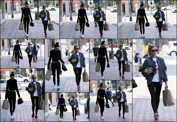 - 29.05.16 ─ Notre belle Hailey Baldwin est photographiée alors qu'elle se promenait dans les rues de Los Angeles.[/s#00000ize]C'est en compagnie de sa meilleure amie, Kendall Jenner que nous retrouvons Hailey ce jour là dans Beverly Hills après avoir fait quelques courses. Top !   -
