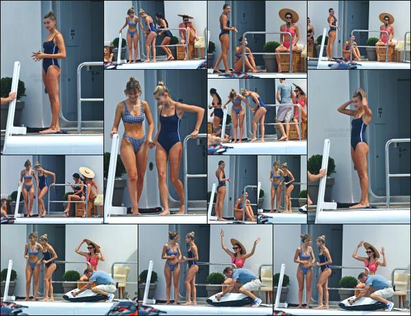 - 23.05.17 ─ Hailey B. est de nouveau photographiée, en compagnie de Kendall J. et Camila sur un yacht à Antibes ![/s#00000ize]Kourtney Kadashian, la soeur de Kendall était aussi présente lors de cette après midi détente entre copines. Le maillot de Hailey est plutôt bof je trouve ! -