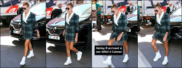 - 17.05.17 ─ La belle Hailey B est photographiée, alors qu'elle arrivait à l'aéroport de Nice dans le sud de la France ![/s#00000ize] Hailey est donc bel et bien présente à Cannes, en compagnie notamment de l'une de ses meilleures amies, Bella Hadid. Je n'aime pas sa tenue ! Un flop -