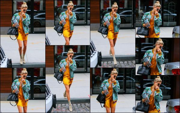 - 28.05.17 ─ Notre Hailey Baldwin est photographiée alors qu'elle quittait l'appartement de Gigi Hadid à New York.[/s#00000ize]C'est la deuxième fois de la journée que Hailey B. a été photographié, cette fois quittant l'appartement de son amie Gigi. J'aime bien sa tenue ! Des avis? -