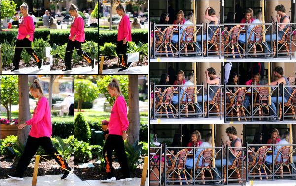 - 01.06.17 ─ Notre Hailey Baldwin est photographiée, allant déjeuner à « Bouchon » dans les rues de Beverly Hills ![/s#00000ize]C'est la deuxième fois pour cette journée que nous retrouvons Hailey, et dans une nouvelle tenue cette fois ci, que j'aime beaucoup moins d'ailleurs. Flop -