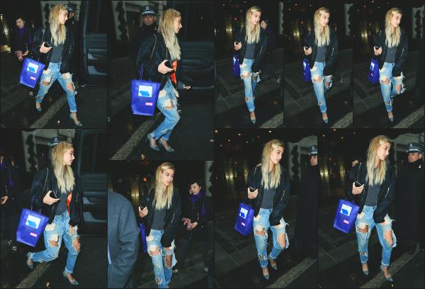 - 01.05.16 ─ Notre belle Hailey' Baldwin est photographiée alors qu'elle se promenait dans les rues de New York ![/s#00000ize]Hailey est présente à New York pour l'occasion des MET Gala qui aura lieu le lendemain. Je la trouve super jolie et j'aime bien son look. Un très beau top. -