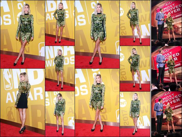 - 26.06.17 ─ Notre belle Hailey Baldwin était présente à la cérémonie des « NBA Awards » qui avait lieu à New York[/s#00000ize]Hailey portait une robe vraiment très originale je trouve, mais qui lui va plutôt bien donc j'aime bien, même si ce n'est pas vraiment mon style. Beau top ! -