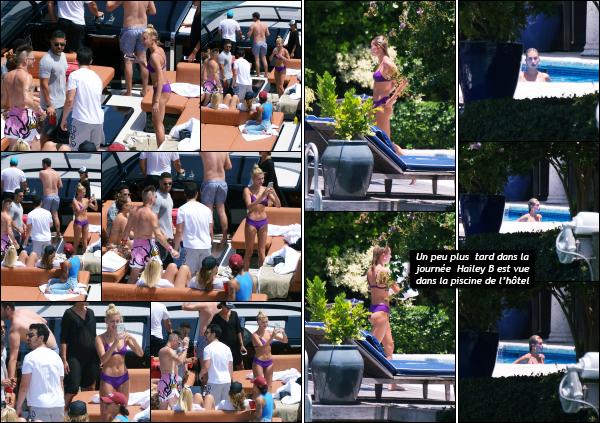 - 07.07.17 ─ Notre Hail Baldwin est photographiée sur un bateau en compagnie de plusieurs de ses amis à Miami ![/s#00000ize]Un peu plus tard, c'est au bord de la piscine privée de son hôtel que nous la retrouvons, profitant d'un peu de calme pour aller faire quelques longueur !!  -