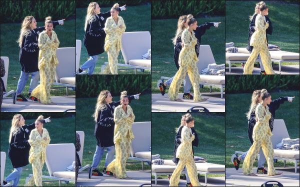 - 17.05.19 ─ Hail Baldwin  est aperçue sur le set d'un photoshoot pour  « BareMinerals» situé du côté de Beverly Hills[/s#00000ize]Hailey va donc réalisé un nouveau photoshoot pour la marque BareMinerals dont elle est l'égérie. J'ai hâte de voir le résultat du shoot ! C'est un beau top -