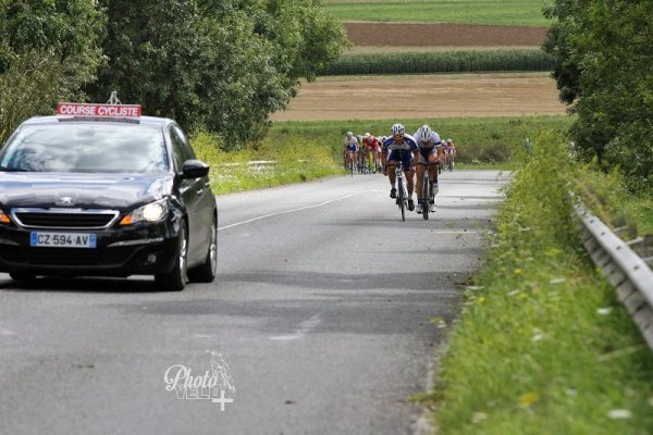 FFC  BURBURE pc  23/08/2014  101 partants  peloton ...