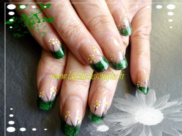 Nail art résine vert pailleté
