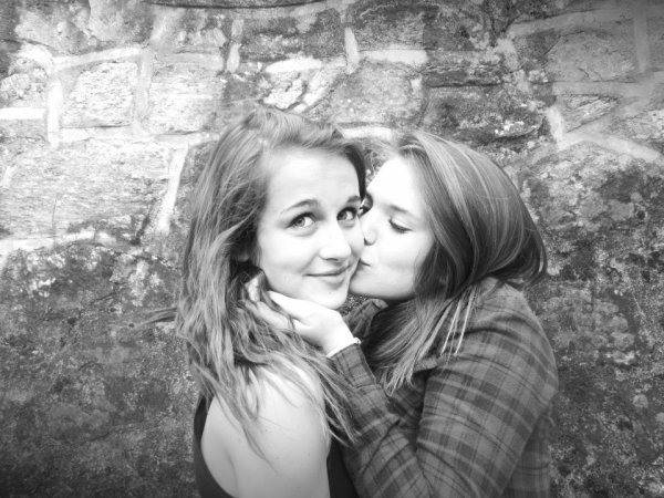 T'es la meilleure réussite que j'aurai jamais accomplie. Le plus beau sourire de tous mes souvenirs. La plus belle histoire que j'aurai racontée.je t'aime.