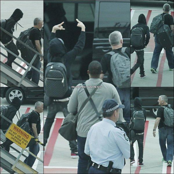 02/05/11: Justin Arrivant A Melbourne Voyez des photos de Justin arrivant à Melbourne pour y donner son concert le soir même :).