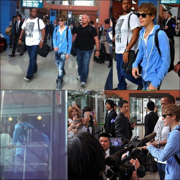 """18/05/11: Justin Rencontre Des Enfants Japonais + Justin Se Rend A """"Fuji Telivison""""Mercredi 18 mai (aujourd'hui), Justin s'est rendu a """"Fuji Teliviosn"""" au Japon puis un peu plus tard, il a passé du temps avec des enfants japaonais qui font partis des gens dévasté par la catastrophe naturelle qui s'est produite au Japon. 16/05/11: Justin Arrive A Osaka (Japon)- Le dimanche 16 mai, Justin à été vu arrivant à l'aéroport d'Osaka au Japon. 17/05/11: Miley Arrive Au VenezuelaLundi 17 mai, Miley est arrivé au Venezuela où elle a donné un concert le soir même. Les photos sont de très mauvaise qualités mais c'est tout ce que nous avons pour l'instant. :S"""
