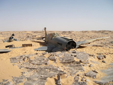 (histoire) un chasseur de la RAF retrouvé intact 70 ans après en egypte