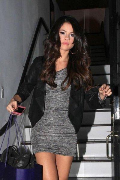 Selena arrive en europe.