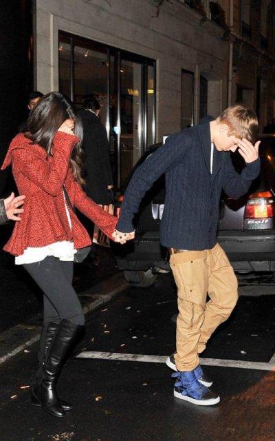 Justin Bieber a invité sa chérie Selena a manger au restaurant a Paris !