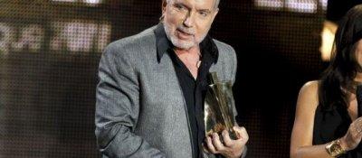 Bernard Lavilliers a remporté sa première Victoire pour son album « Causes perdues et musiques tropicales ».